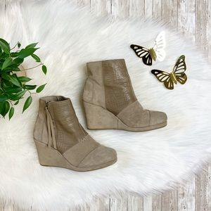TOMS Taupe Suede Desert Wedge Ankle Bootie sz 6